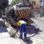 Secretaria de Serviços Públicos realiza limpeza nos bueiros das Ruas Barão do Rio Branco, 14 de Dezembro, Manoel Duarte e Presidente Vargas