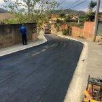 Prefeitura de Três Rios asfalta via em Bemposta